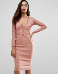 Платье миди с фигурным кружевом и глубоким вырезом Rare London - Розовый