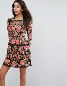 Платье для выпускного с вышивкой роз Needle & Thread - Черный