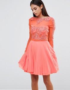 Короткое приталенное платье с плиссированной юбкой AX Paris - Розовый