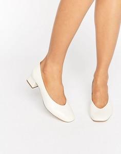 Белые кожаные туфли на каблуке средней высоты Carvela Antidote - Белый