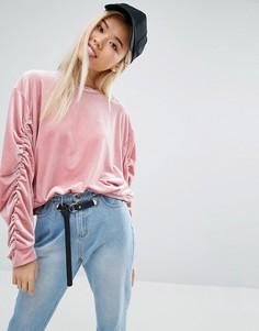 Бархатный свитшот с присборенными рукавами STYLENANDA - Розовый