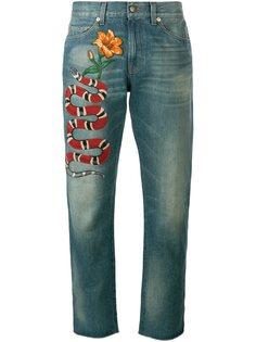 джинсы с вышивкой  Gucci