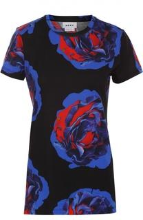 Приталенная футболка с контрастным цветочным принтом DKNY
