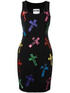 платье с нашивками-крестами Moschino