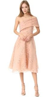 Платье с открытым плечом Lela Rose