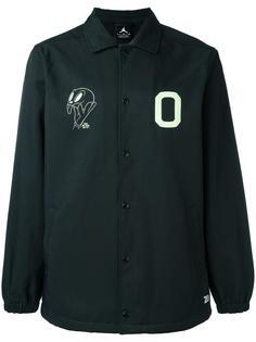 куртка с принтом на груди Nike