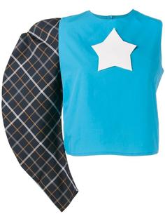 топ с одним рукавом и звездой-логотипом A.W.A.K.E