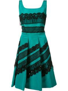 платье в складку с аппликациями кружевом Oscar de la Renta