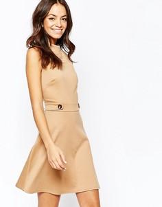 Короткое приталенное платье в стиле 60‑х с поясом New Look - Бежевый