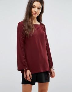 Блузка со шнуровкой и люверсами Greylin Jamie - Красный