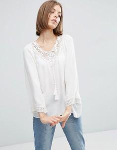 Белая блузка с ажурной горловиной и кисточками Vila - Белый