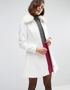 Пальто с воротником из искусственного меха ASOS - Белый
