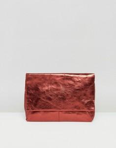 Кожаный клатч цвета металлик с клапаном ASOS - Красный