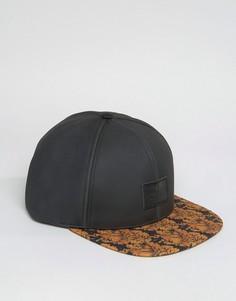 Черная бейсболка с контрастным цветочным принтом на козырьке ASOS - Черный