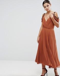Приталенное платье миди с кружевной отделкой и складками ASOS - Красный