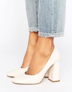 Туфли на расклешенном блочном каблуке Lost Ink Freda - Кремовый