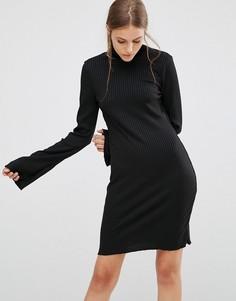 Платье-джемпер в рубчик с высоким воротом Minimum - Черный