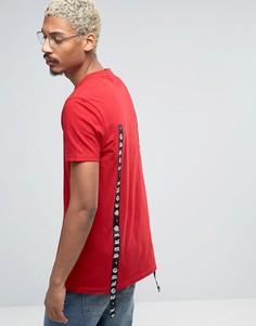 Длинная футболка с принтом на ленте ASOS - Красный