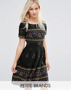 Короткое приталенное платье с принтом на подоле Yumi Petite - Черный