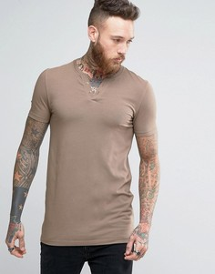 Коричневая длинная обтягивающая футболка с разрезом у горловины ASOS - Коричневый