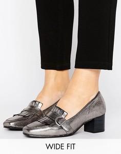 Лоферы на каблуке для широкой стопы с пряжками и бахромой New Look - Серый