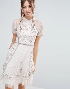 Короткое приталенное платье с цветочной отделкой Frock and Frill - Розовый