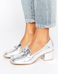 Лоферы на блочном каблуке с отделкой металлик New Look - Серебряный