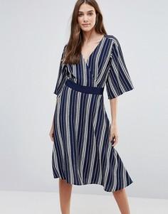 Платье в полоску с запахом Liquorish - Синий