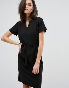 Платье миди с V-образным вырезом и завязкой на талии Club L Office - Черный