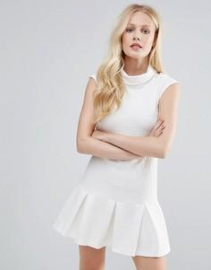 Платье с подвернутой горловиной и баской в складку Closet - Белый