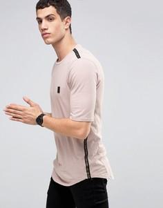 Удлиненная футболка со спущенными петлями в области боковых швов Religion - Розовый