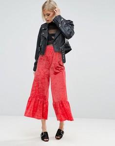 Широкие бархатные брюки с оборками по краю ASOS - Розовый