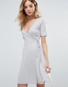 Короткое приталенное платье с запахом спереди Daisy Street - Кремовый