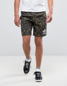 Трикотажные шорты с камуфляжным принтом adidas Originals BK0012 - Зеленый
