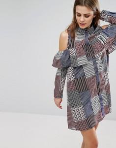 Платье-рубашка с оборкой спереди и вырезами на плечах Influence - Мульти