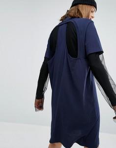 Платье-футболка с вырезом сзади в стиле майки-борцовки Cheap Monday - Темно-синий
