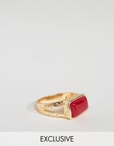 Золотистое кольцо-печатка с бордовым камнем DesignB - Золотой