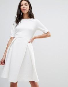 Короткое приталенное платье с плиссировкой Traffic People - Белый