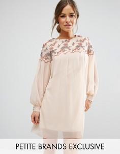 Цельнокройное платье мини с цветочной вышивкой Little Mistress Petite - Кремовый