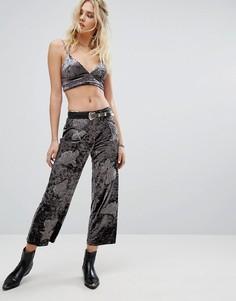 Широкие бархатные брюки с вышивкой Honey Punch - Серый