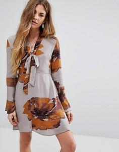 Платье на пуговицах с завязкой на горловине Honey Punch - Серый