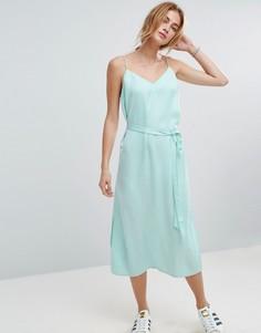 Атласное платье-комбинация миди с поясом ASOS - Зеленый