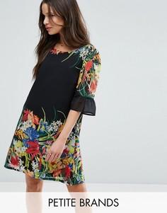Свободное платье с рюшами на рукавах и принтом Yumi Petite - Черный