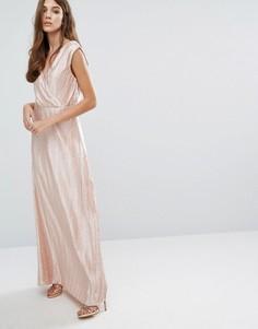 Плиссированное платье макси металлик с запахом Vero Moda - Розовый