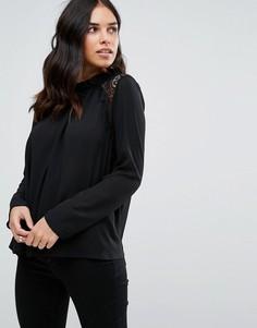 Блузка с высоким воротом QED London - Черный