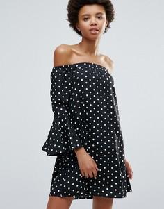 Платье в горошек с широким вырезом и расклешенными рукавами Influence - Черный