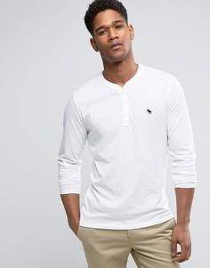 Узкий белый обтягивающий лонгслив хенли с логотипом Abercrombie & Fitch - Белый