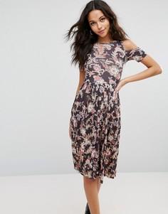 Приталенное платье миди c плиссированной юбкой с принтом пейсли ASOS - Мульти
