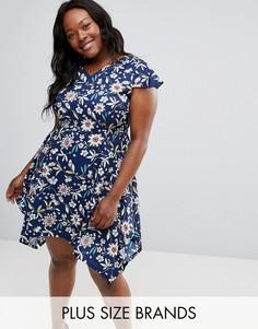 Платье с цветочным принтом и асимметричным краем Yumi Plus - Темно-синий