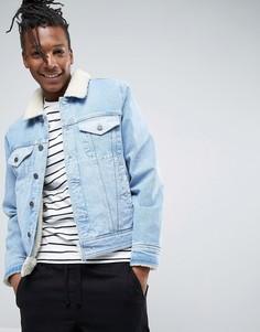 Джинсовая куртка на подкладке из искусственного меха с контрастными вставками ASOS - Синий